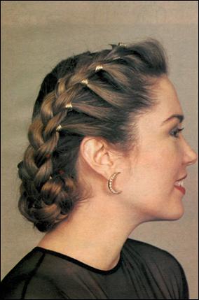 Фото на тему плетение косичек с вплетением ниток с фото.
